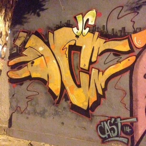JC 14 ainda!! Los trapas! Crew... Vila Isabel #instaart #spray #riodejaneiro #rj #instagraffiti #graffiti #graffite #artederua #art #artist #urbanart #graffitibrazil #graffitebrazil #loveart #spraypaint #streetart #freestyle #graffitirj #graffrio #rua #mtn #hiphop #streetartrio #ruasdazn #trapacrew #tafaltandomuro