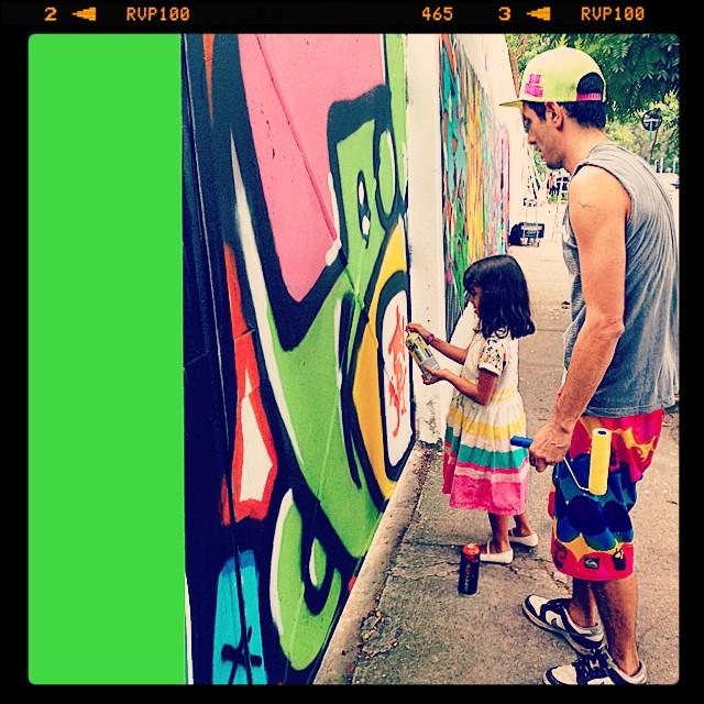 Parabéns papai Djone Real!!E a todos os papais que colorem o mundo dos seus filhos com muito amor! #graffiti @idolnoproject #cap #lagoa #mm #ninabailarina #marygirl #idolnostyle #streetstyle #artederua #arteurbana #streetart #streetartrio