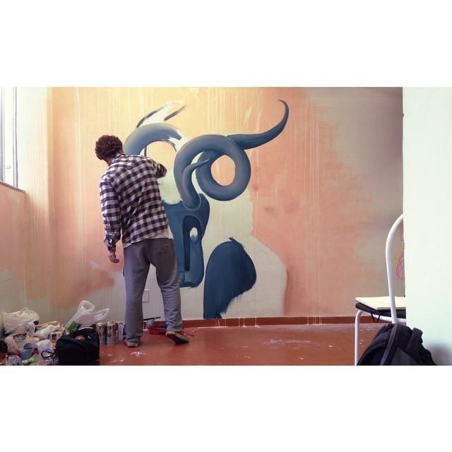 Pintando no Hotel da Loucura! Valeu pelo convite @carlosbobi #ocupanise #novecinco #hoteldaloucuta #pedrojardim #art #mural #streetartrio #galeriaaceuaberto