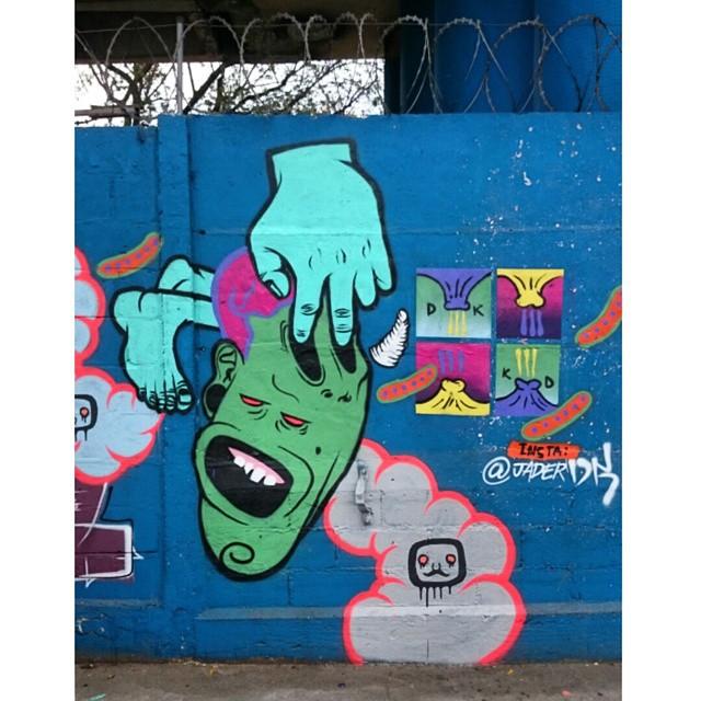 Pintura de domingo com os amigos. #streetartrio #streetart #artederua #art #arte #pintura #painting #grafitti #grafite #instagrafite #instaart #galeriaaceuaberto #Dk #riodejaneiro #zo #RJ