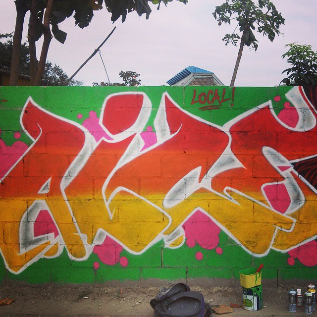 Pintura na minha área, é raridade, mas sempre que rola um muro eu pinto. #leandroice #letters #instagrafite #streetartrio #graffiti #crc #colors