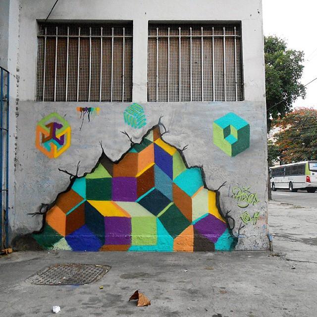 Realmente! Existe um corpo, parede, reboco e embolso que envolve o universo pictórico particular lúdico e imaginário que vou sendo! #abstraçãogeométrica #artecontemporanea #arte #arteurbana #brasil #cores #dialogomudo #desenho #espaçovazio #fotografia #geometricabstract #graffiti #instagrafite #luz #letters #naçãocrew #paint #palavraspintadas #preas #pintura #riodejaneiro #spray #streetart #streetartrio #tintasnosmuros #tag #universopictóricoparticular #vsd