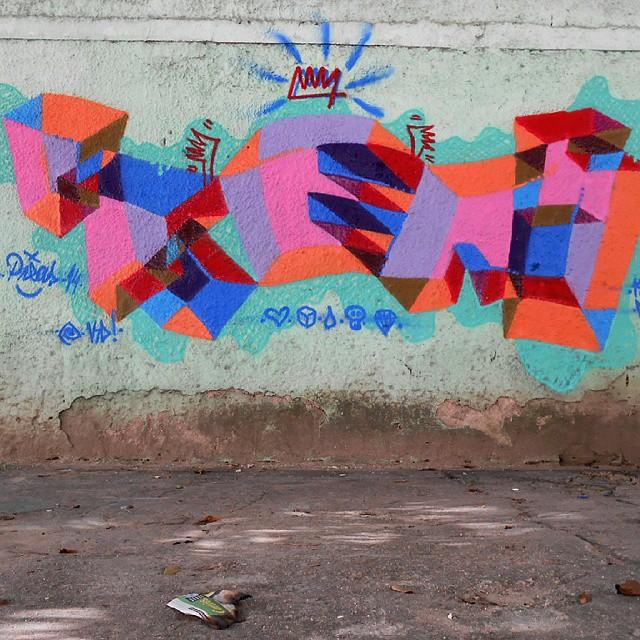 Sábado destes... no bairro do Flamengo!!!! #abstraçãogeométrica #artecontemporanea #brasil #cores #dialogomudo #desenho #espaçovazio #fotografia #geometricabstract #graffiti #instagrafite #letters #letras #naçãocrew #palavraspintadas #preas #pintura #paint #riodejaneiro #spray #streetartrio #tintasnosmuros #tags #tag #universopictóricoparticular #vsd