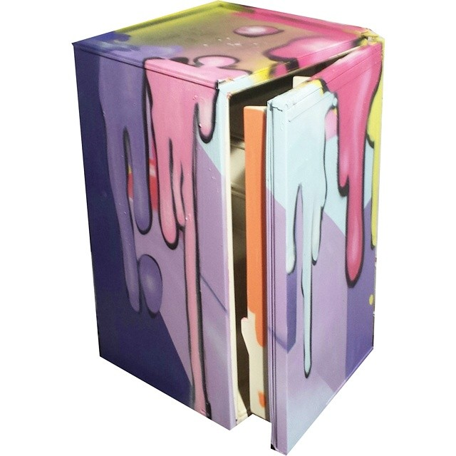Style fridge   #frigobar #fridge #artinthefridge #streetart #streetartrio #brazilianart #detail #collors #spray #art #texture #gloye