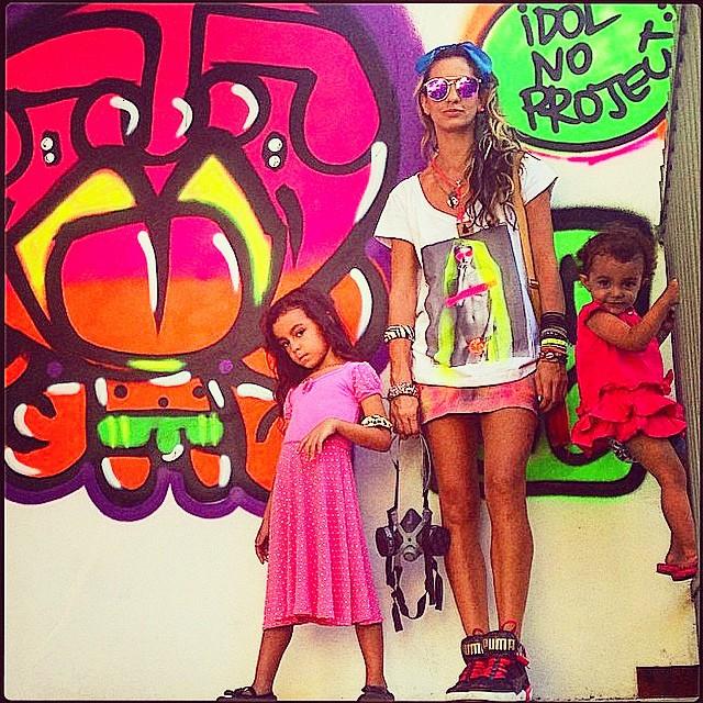 Sunday!!! #crew #mm #ninabailarina #pinkgirl #nibiru #rosinha #graffiti #djonereal #jb #artcollective #regram @idolnoproject  #idolnostyle #streetstyle #artederua #arteurbana #streeart #streetartrio
