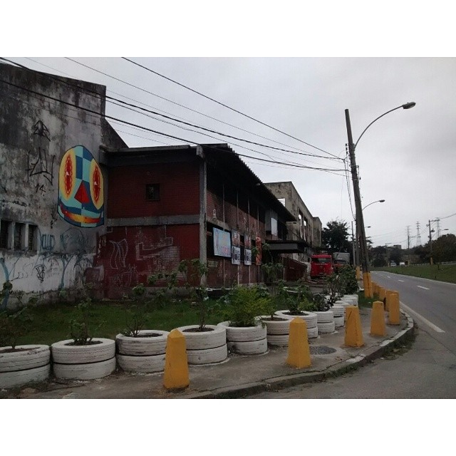 Via Dutra. #spray #streetartrio #streetart #kaduori #mtn #kobra #xarpi #paint #collors #personagens #artederua #rua #arteurbana #instaart #urbanart #graffiti #grafiterj
