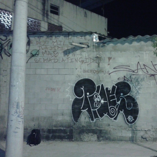 #carreirasolo #classicbomber #artistasurbanoscrew #ruasdazn #streetartrio #vandal #tagsandthrows