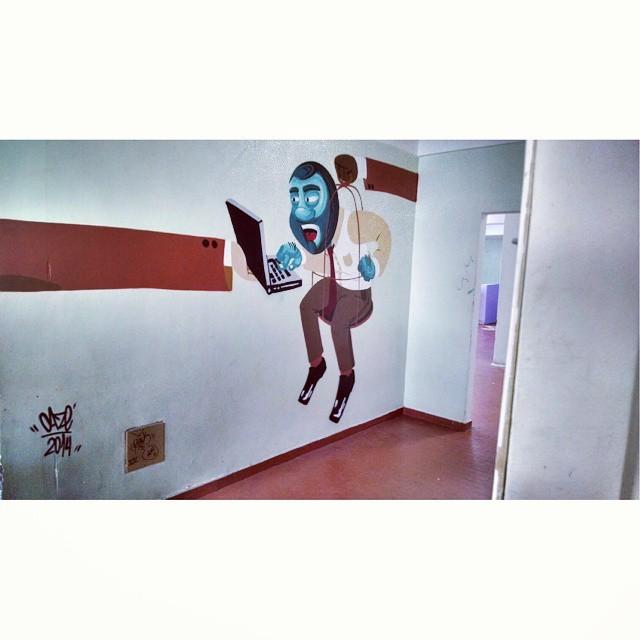 #hoteldaloucura #barbudinhoo #gaiola #sistema Quem são os loucos, nós que cada dia estamos mais aprisionados, seja dentro do trabalho ou nas jaulas de nossos apertamentos ou eles que vivem num delírio constante na famosa loucura? #streetartandgraffiti #streetart #streetartrio