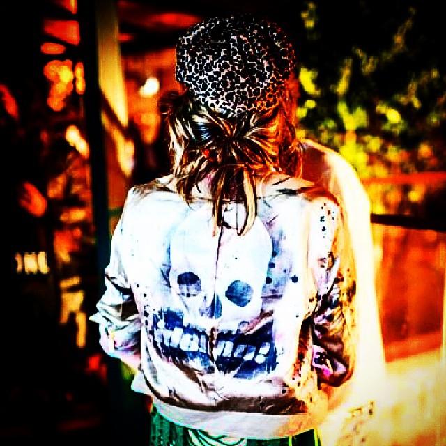 idolno! #jacket #coat #doubleface #custom #artespray #spraycanart #stencil #djonereal #styling #marygirl #artcollective @idolnoproject #streetstyle #idolnostyle #artederua #arteurbana #streetart #streetartrio #photo @coletivoluna