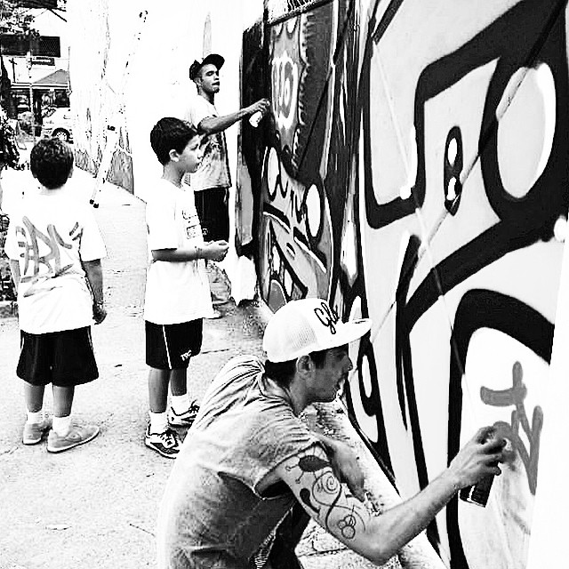 @sockppxi & #djonereal #fleshbeckgrill #photopaint @marygirlstyle #kids #action @franlima1010 @miguellima____ #streetartrio #graffiti #streetart