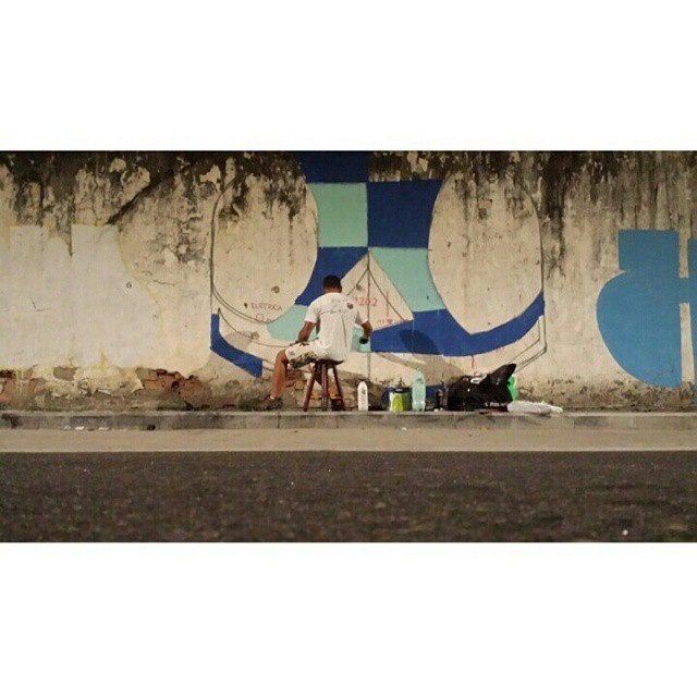 Ai você esta lá na maior tranquilidade pintando... #Kaduori #streetart #streetartrio #graffiti #urbanart #instagrafite