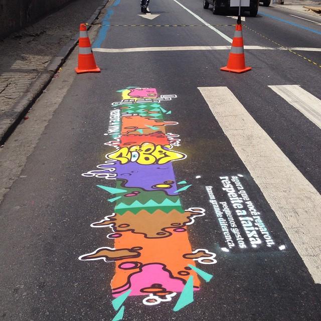 Arte na Faixa.. Projeto que visa conscientizar motoristas e pedestres a respeitar as sinalizações do trânsito. #artenafaixa #rioeuamoeucuido #amoarte #carioquissimozn #meuriosuburbano #ruasdazn #respeiteavida #aucrew #artistasurbanoscrew #arteurbana #streetartrio #carioquissimo #rioeetc #lovecolors #loveart #zonanorte #méier