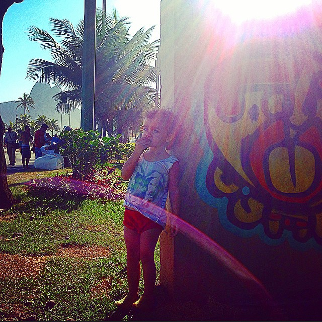 Bom dia de sol& lua!!! #ipanema #doisirmaos #pinkgirl #nibiru #rosinha #graffiti #djonereal #artcollective @idolnoproject #crew #mm #ninabailarina #styling #marygirl #artederua #arteurbana #streetart #streetartrio #idolnostyle #streetstyle #seumadruga
