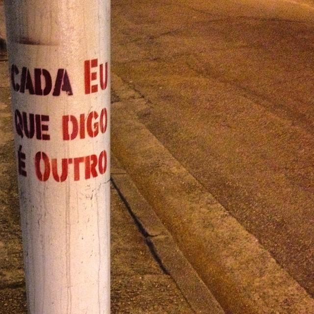 Cada eu que digo é outro. Cada que é / Eu digo outro. #riopostcard #art #arts #artederua #artenarua #arteurbana #oqueasruasfalam #olheosmuros #frasesderua #graffiti #graffitiart #graffitilovers #instagrafite #lambelambe #muros #mundocriativo #narua #nasruas #popart #pelasruas #publicart #pelosmuros #poesiaurbana #wallart #urbanart #urbanwalls #street_art #streetartrio