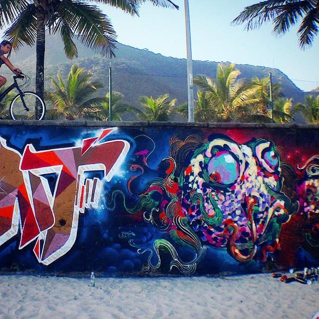 Close feat. my brother @tarm1 ... #graffiti #streetartrio #tarm #thiagotarm #mentone #marceloment #freestyle #freehand #spraypaint #carioca #original #riodejaneiro #rio #rj