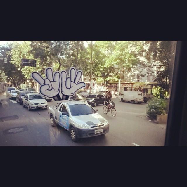 Da janela do busão! Carro eleitoral DozeTreze vote pra presidente!!! Humaita - RJ