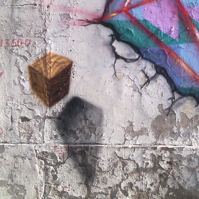 Detalhes do centrão ... #arte #artecontemporanea #abstraçãogeométrica #cores #dialogomudo #desenho #espaçovazio #fotografia #geometricabstract #graffiti #instagrafite #instagraffiti #luz #letters #naçãocrew #palavraspintadas #preas #pintura #riodejaneiro #spray #streetartrio #tags #tag #tintasnosmuros #universopictóricoparticular #vsd