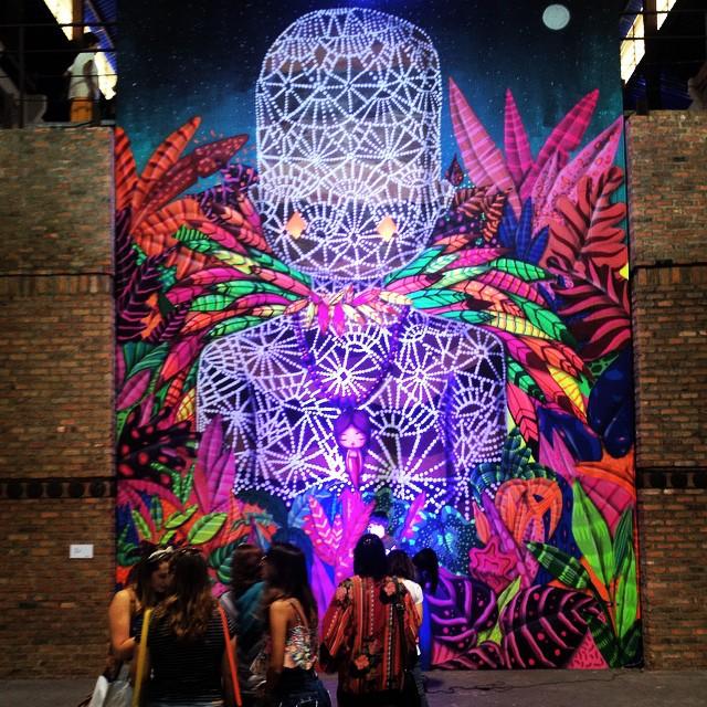 Enquete rápida para nosso post: o que vcs acharam da @artrua 2014? Em foco: fila para selfie com mural do @tozfbc #artrua #streetartrio #instagrafite #arteurbana