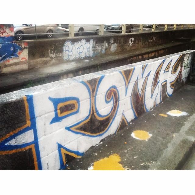Eu sozinho crew! Roma em baixo e em cima #ilovebombing #streetartrio #street #art #brazil #graffiti #instaart #spray #riodejaneiro #rj #instagraffiti #graffiti #graffite #artederua #art #artist #urbanart #graffitibrazil #graffitebrazil #loveart #spraypaint #streetart #freestyle #graffitirj #graffrio #rua #hiphop #romastreetart