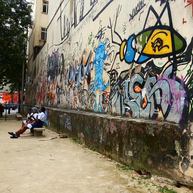 Hora do almoço. #streetart #streetartrio #grafitti #grafite #graffiti #mural #instagrafite #laranjeiras #horadoalmoco