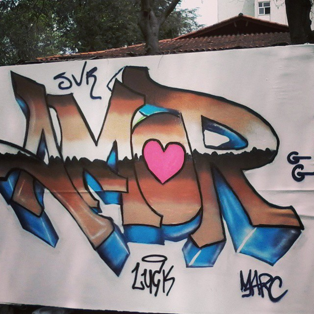 Mais amor por favor.. curso hoje de leve ! #graffiti #loveletters #love #instalike #instagraffiti #marc #paint #art #arte #amor #StreetArtRio #letters #nigga #fatcap #montana #94 #mtn #gg