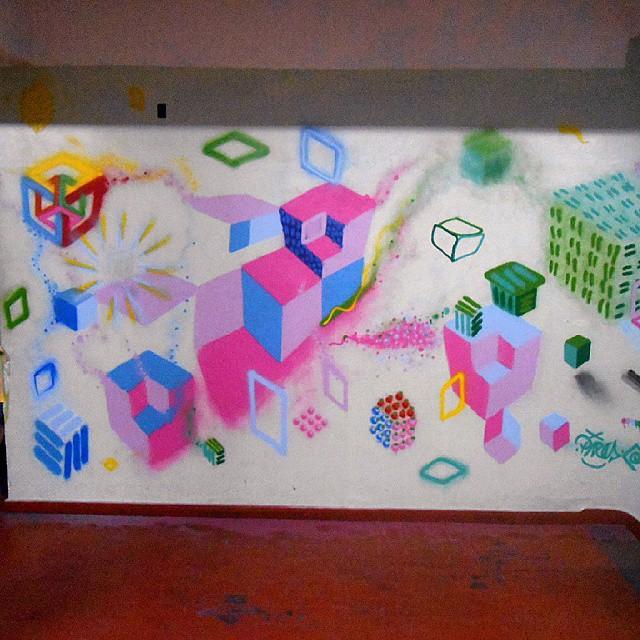Mais do Hotel da Loucura!!! #abstraçãogeométrica #arte #artecontemporanea #brasil #cores #dialogomudo #desenho #espaçovazio #fotografia #geometricabstract #graffiti #hoteldaloucura #instagrafite #instagraffiti #luz #naçãocrew #palavraspintadas #pintura #preas #riodejaneiro #spray #streetartrio #streetart #tintasnosmuros #tags #universopictóricoparticular #vsd
