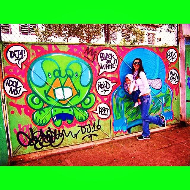 Na rua há muito tempo... #mm #ninabailarina #liderdacrew #2009 #graffiti #cap #djonereal @sockppxi #styling #marygirl #artcollective @idolnoproject  #artederua #arteurbana #streetart #streetartrio #idolnostyle #streetstyle