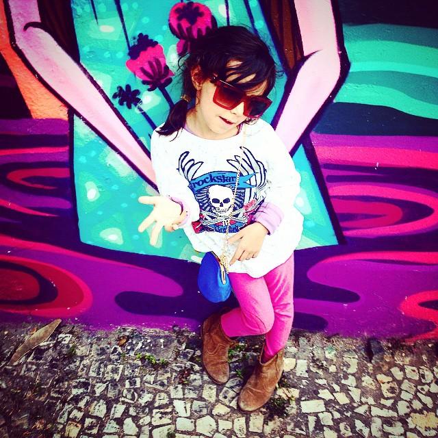 Nina Rockstar! #graffiti @tozfbc #jb #mm #ninabailarina #styling #marygirl #artcollective @idolnoproject @absurdamkt  #artederua #arteurbana #streetart #streetartrio #idolnostyle #streetstyle