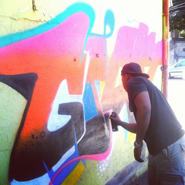 No processo ... #Giant #Letters #colororindoacidade #KlanD #TodoDiaRabiscando #RioDeJaneiro #streetartrio #instagraffiti #RuasdaZN
