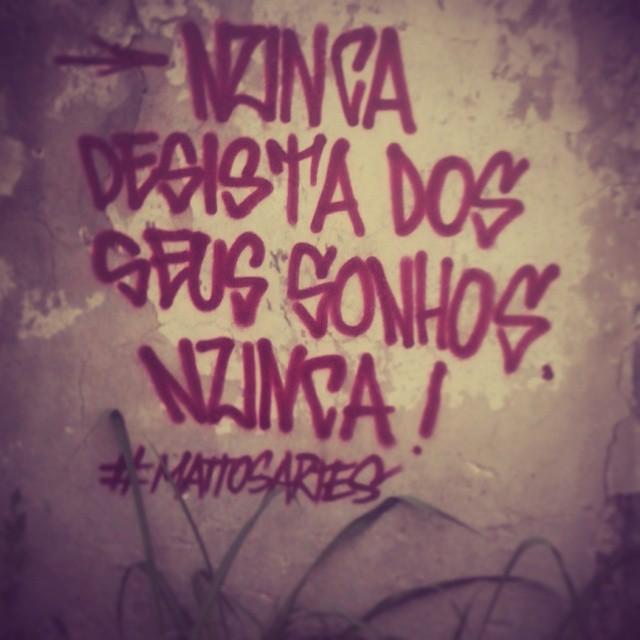 Nunca neguinho, nunca ! #mattosartes #riscoserabiscos #artederua #StreetArtRio #rolenaarea #tinta #sonhos #arte #rua