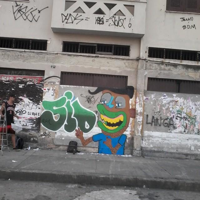 Personagem booomb! #ruasdazn #streetartrio #pato #graffitiart #cidadecinza