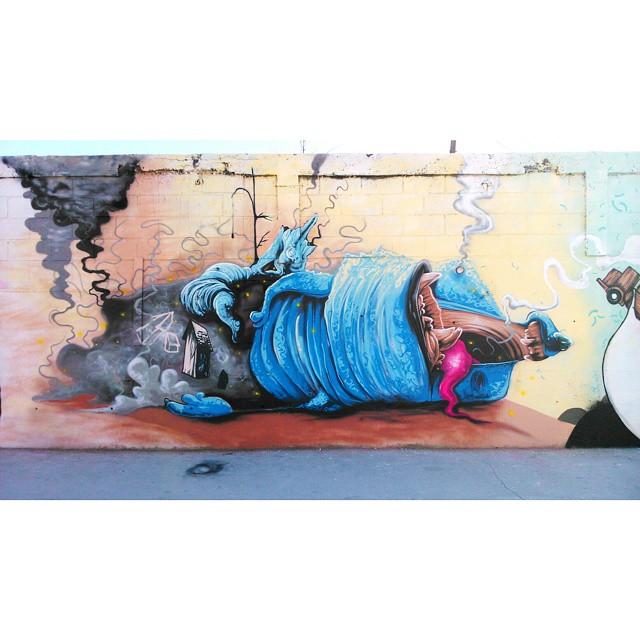 Pintura finalizada! Minha parte no mural da estação Vicente de Carvalho, do Metrô, para o @galeriooficial, feito com os irmãos @nextncs, @marciobunys, @carlosbobi e @kajaman. Valeu time! #streetart #streetartrio #galeriaaceuaberto #instagrafite #novecinco #heitorcorrea
