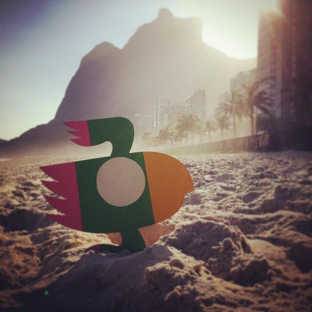 Rio de Janeiro! #villas #rodrigovillas #instagraffiti #streetartrio #streetart #bird #lovebird #riodejaneirostreetart #beach #vibe