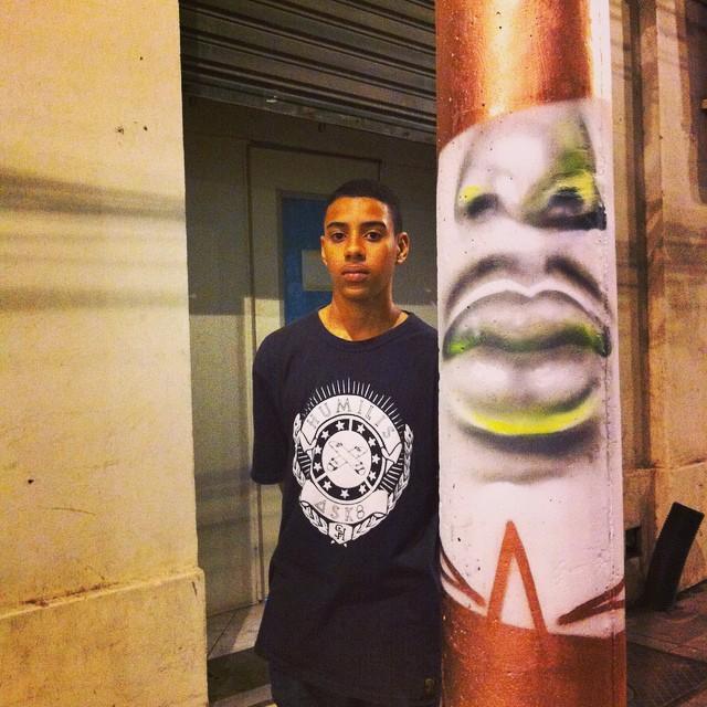 Sempre conheço pessoas novas nos andarilhos, retratando Joao Paulo #streetartrio #portonovo #instagrafite