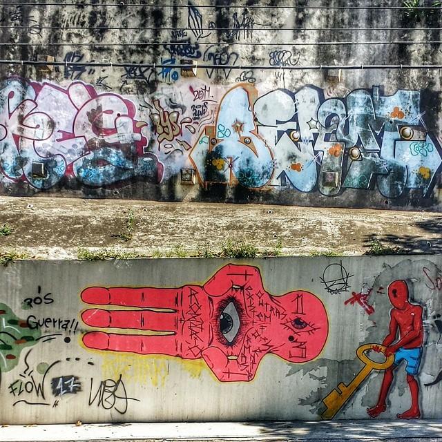 The eye  por aí, Meier #tvhdr_urbex #streetphoto_brasil #rsa_graffiti #tgif_hdr #dsb_graff #hdr_brazil #splendid_urban #dakine_hdr #freedomthinkers #teamoddshots #blood_n_bone #varal_brasil #subexpostos #carioquissimonovosolhares #igworldclub #igersrio #ruasdomeupais #streetart #streetartrio #graffitiart