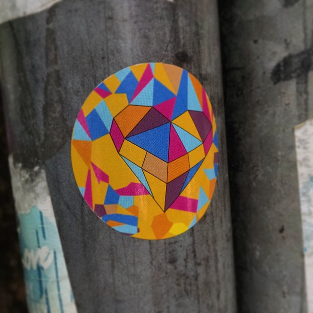 Um mosaico um tanto sentimental .... #bg #gavea #sticker #StreetArtRio