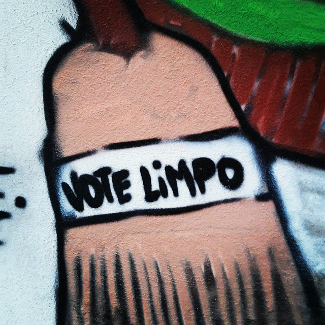 Vote limpo. #causarte #votelimpo #streetartrio #graffiti #instagrafite #leandroice