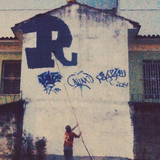 ação... #ilovebombing #streetartrio #street #art #brazil #graffiti #instaart #spray #riodejaneiro #rj #instagraffiti #graffiti #graffite #artederua #art #artist #urbanart #graffitibrazil #graffitebrazil #loveart #spraypaint #streetart #freestyle #graffitirj #graffrio #rua #hiphop #romastreetart