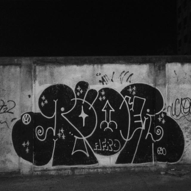 #preto #ruasdazn #streetartrio #artistasurbanoscrew #estiloriginal #tagsandthrows #bomberj #welovebombing #poderafro #aucrew