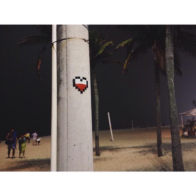 ️ de 8-bitch não quebra. Try again! #StreetArtRio #ArteRuaRio #RJStreetArt #RioStreetArt #StreetArt #StreetArtBrasil #StreetArtBrazil #8bit #UrbanArt #ArtedeRua #ArteUrbana #InstaGraffiti #InstaGrafite #PixelArt #Pixel #art #streetarteverywhere #streetartofficial #8bitchproject #8bitch #8bitproject #riodejaneiro #streetartandgrafitti #streetartproject #arteurbano #graffitiart #ingf #leme #pedradoleme