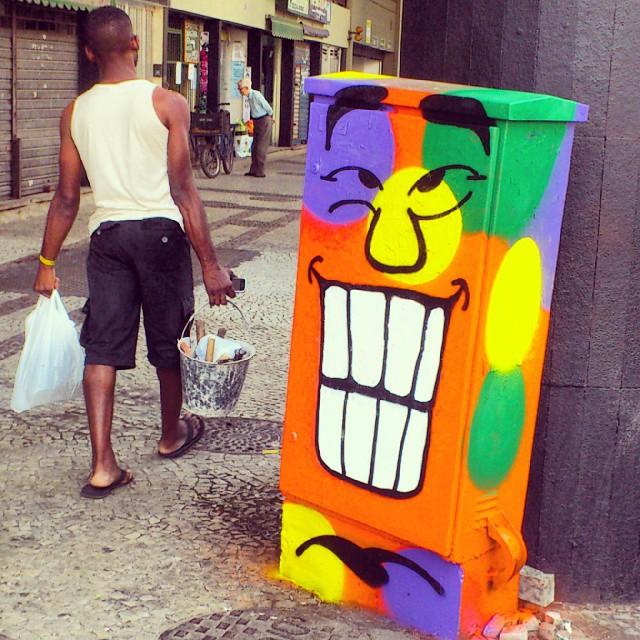 Bom dia!!! Mas aperta o passo porque hoje é segunda! :D #angatu #streetview #streetartrio #hiran #rafaelhiran #streetartfiles #streetartGalery #streetart #igersrio #cariocagram #lapa #errejota #riodejaneiro #graffiti #graffitiigers #graffitilovers #ilovegraffiti #colors #bomdia #amigersbr #issovicia