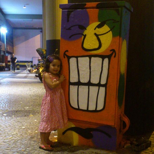 Deixai vir a mim os pequeninos... #angatu #streetview #streetartrio #streetartfiles #diadascrianças #criançafeliz #sorria #hiran #rafaelhiran #igersrio #igers #urbanarts #arteurbana #pequenina #colors #cores #cariocagram #graffitiigers #ilovegraffiti #graffitilovers #colorsface #amigersbr #issovicia