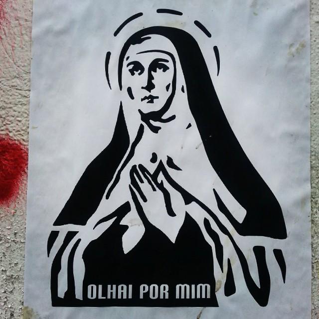 Dia de voar. #santateresa #decalque #adesivo #desenho #art #streetartrio #streetart #urbanart #arteurbana #santos #medodeaviao #hateflying #amochão