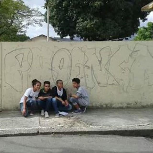 E começamos a Grafitar o muro da escola hoje #arteurbana #arteurbana #arteurbana #cosmo #grafitezo #reliquiadazo #streetart #streetartrio #instagraffiti #vgs #fzocrew #painelgrafitado #vitorvgs #maiseducacao #vgs #fzocrew #grafiti3d #arteurbana