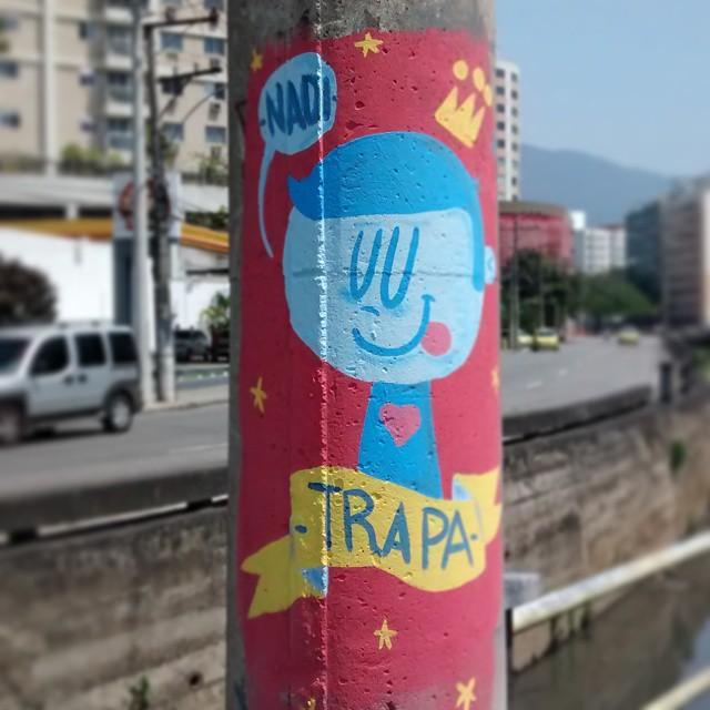 Faz carinha de quem está gostando demais. #trapa #trapacrew #tafaltandomuro #reizinho #postes #grafite #graffiti #draw #paint #streetartrio #streetart #urbanart #artederua #arteurbana #tijuca #maracanã #maracana #lingua #happy