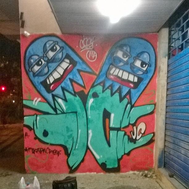 Filmando tudo!! JC e cast #instaart #spray #riodejaneiro #rj #instagraffiti #graffiti #graffite #artederua #art #artist #urbanart #graffitibrazil #graffitebrazil #loveart #spraypaint #streetart #freestyle #graffitirj #graffrio #rua #mtn #hiphop #streetartrio #ruasdazn #trapacrew #tafaltandomuro