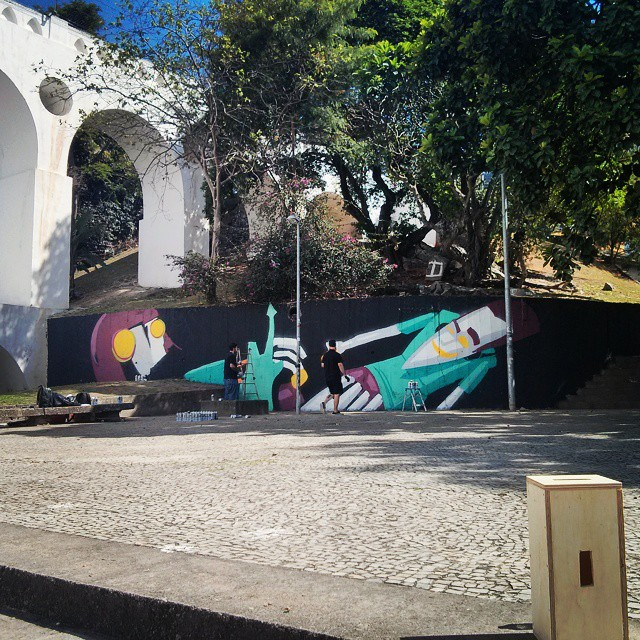 Graffiti novo sendo feito na lapa por @marceloeco. Obrigado pelas fotos. #marceloeco #streetart #streetartrio