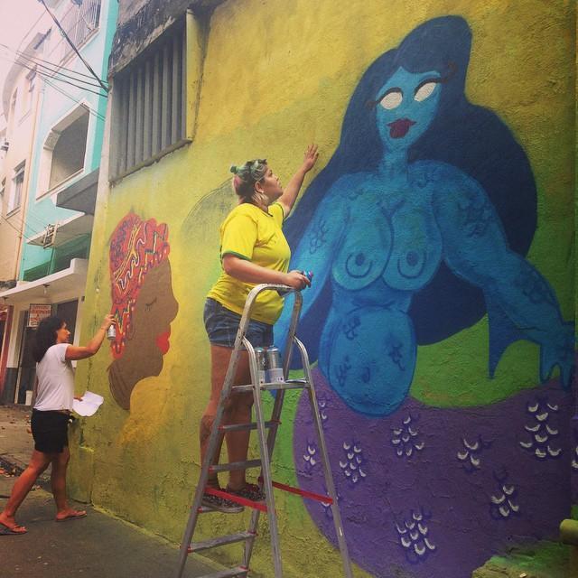 Led e Mira rumo ao témino do painel da aula de hoje. #auladegraffiti #Streetartrio