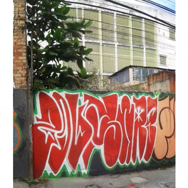 Na cena com meu mano zoupTVK @__zoup #welovebombing #tagsandthrows #throwups #throwie #red #fuckthesystem #zoupswag #swag #swagone #zoup #fiuz #jota #sequencia #vandalism #vandals