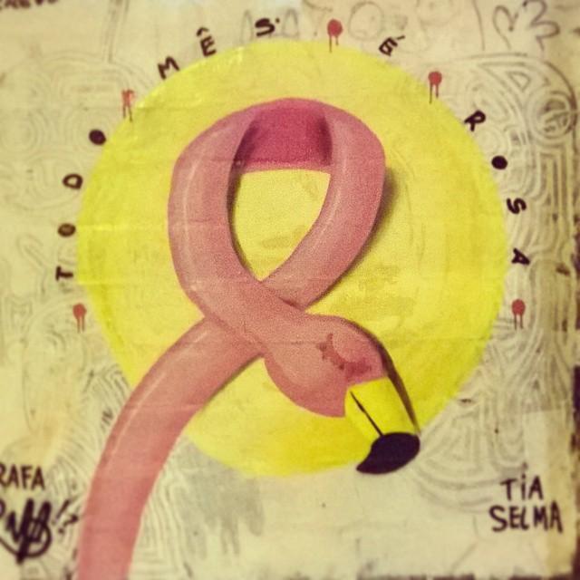 Não é só outubro, todo mês é rosa. Cuide-se. Sempre. #flamingo #rafa #rafagraffiti #trapacrew #outubrorosa #outubro #pinkoctober #graffiti #grafite #streetartrio